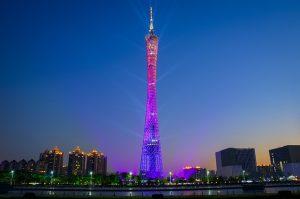 Torre de Cantão vista a noite